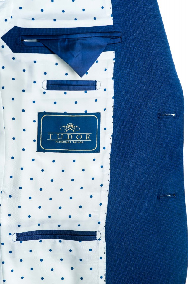 Valois Suit