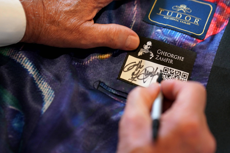 Eticheta specială cu autograf si QR code - Colectia GHEORGHE ZAMFIR