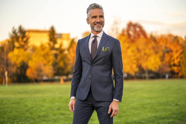 Ce ținute de nuntă pot purta bărbații care vor să fie cei mai eleganți invitați, la petrecerile de vara aceasta