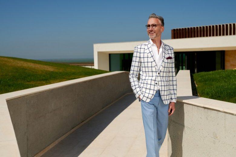 Tendințe pentru costumele bărbătești din sezonul cald: Ce poartă domnii eleganți în vara anului 2019?