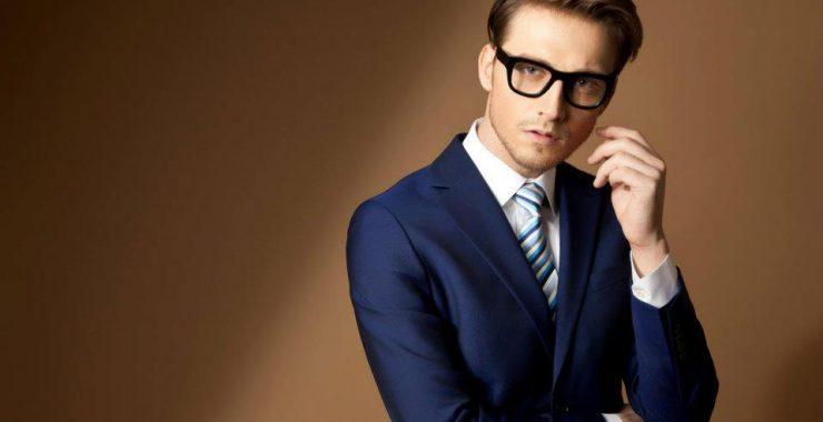 Costumul bleumarin: O piesă vestimentară esențială în garderoba masculină