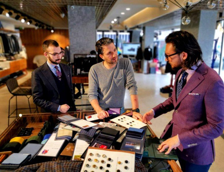 Andi Moisescu, brand ambassador Tudor Tailor, si Adrian Belbe, fashion advisor Tudor Tailor
