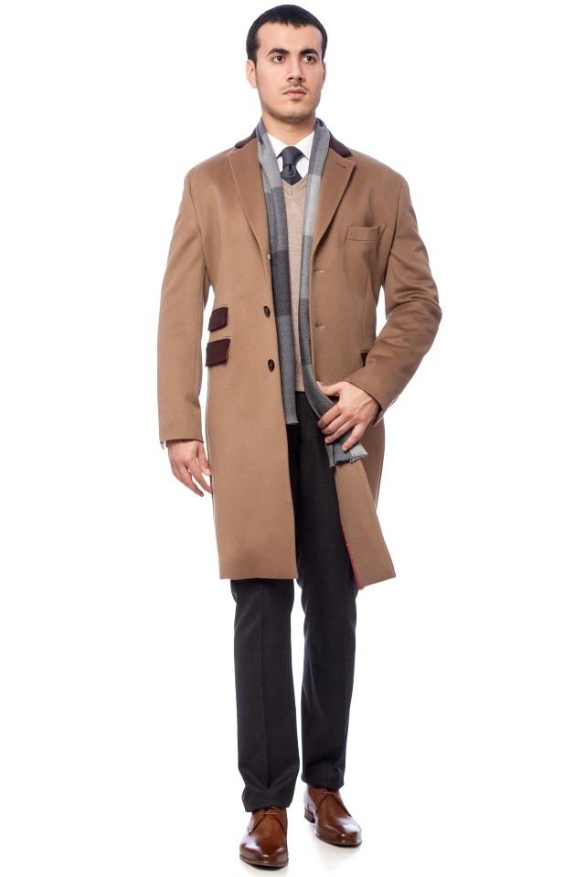 Model de Palton camel pentru barbati