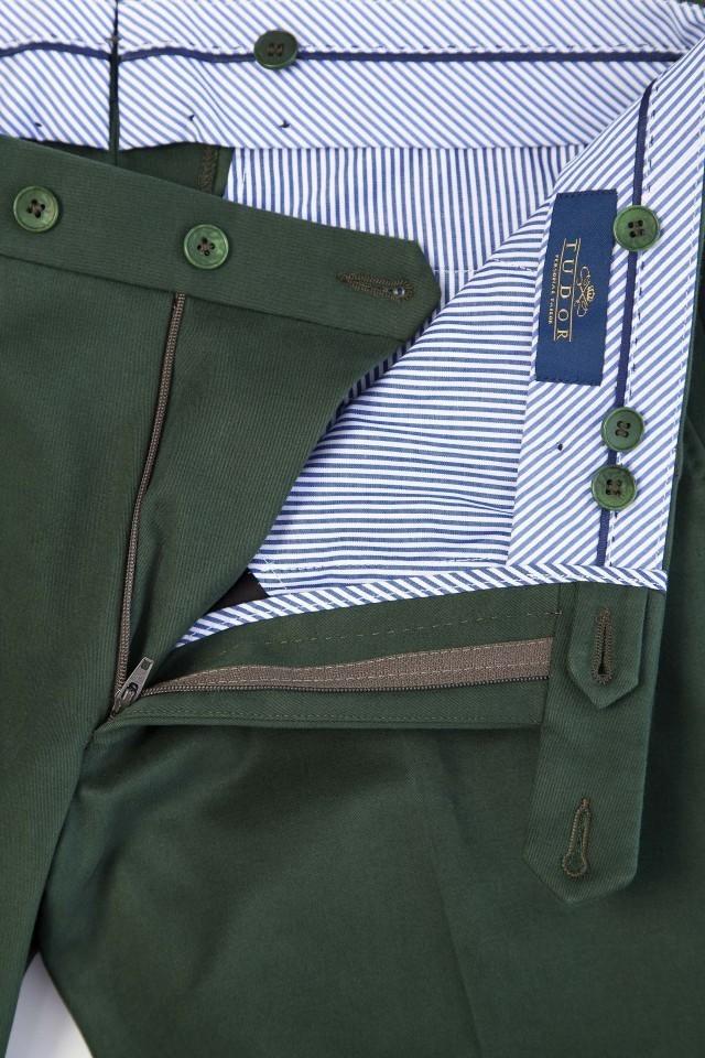 Pantaloni chinos pentru barbati la birou