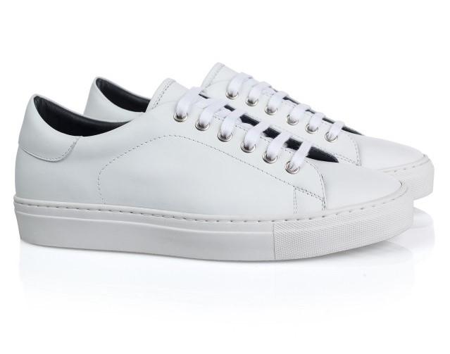Pantofi sport albi simpli pentru tinute smart casual