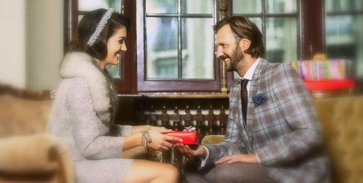 Cadouri pentru Iubit de Ziua îndrăgostiților: 10 idei pentru bărbații cu gusturi bune