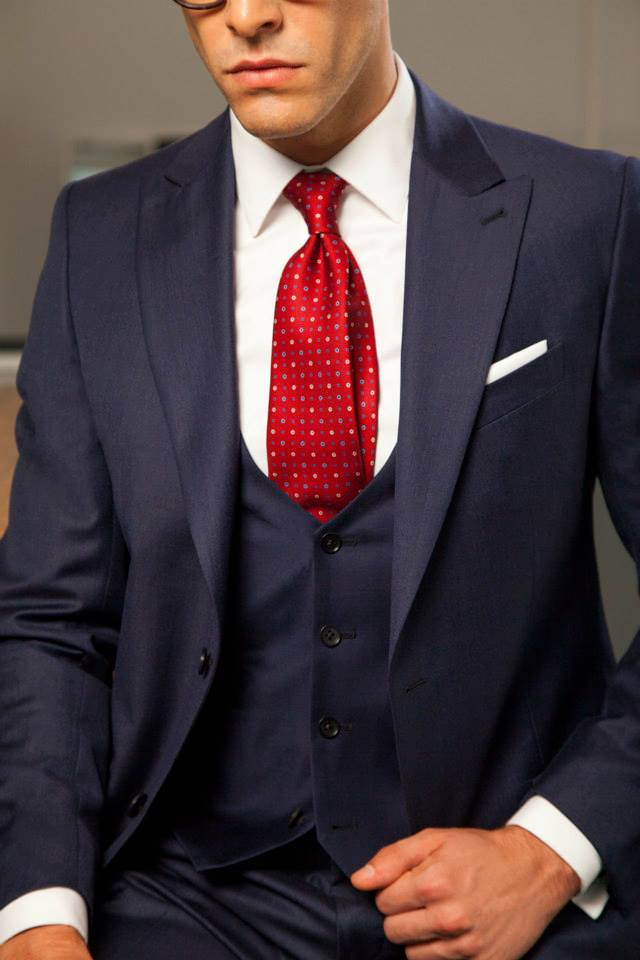 costum bleumarin cu trei piese