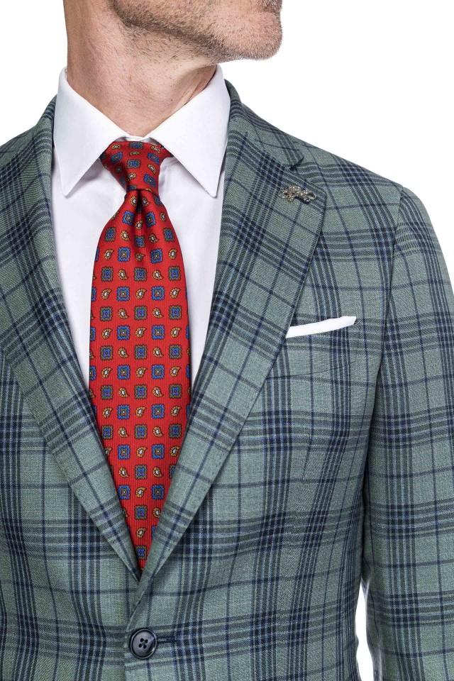 cravata pentru costumele de vara