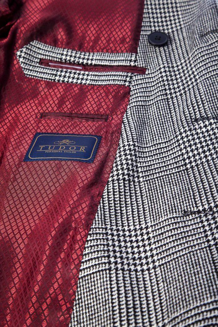detaliu palton in carouri