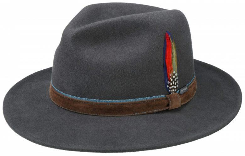 pălărie de stofă cu accesoriu